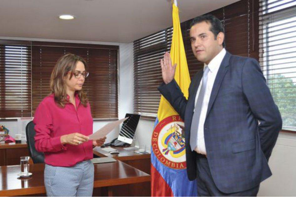 ¿Qué pasa en el ICETEX que está al borde de la quiebra? Parranda de contratos entre el presidente Andrés Vásquez y sus amigos