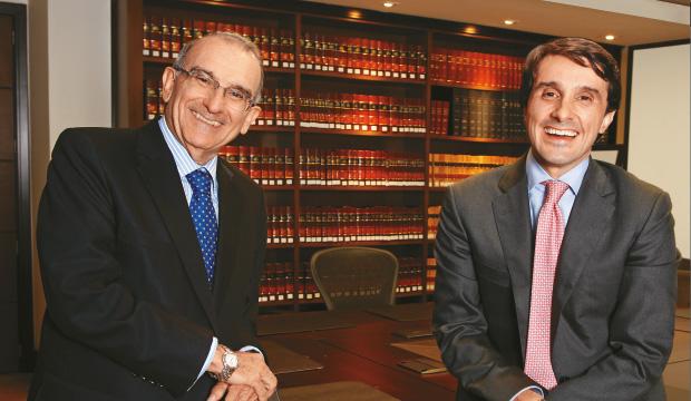 La fila de Humberto De La Calle en la nómina de Santos y en la clientela de Alfonso Prada en el Sena