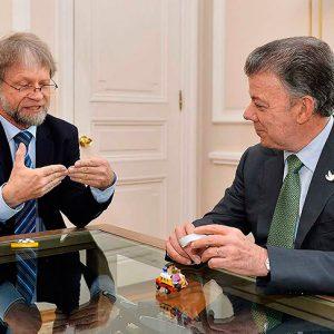 Uno de los contratos por $6 mil millones de la fundación de Antanas Mockus pone a temblar su curul en el Senado